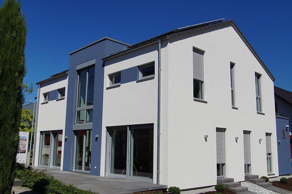Das neue OKAL Musterhaus in Offenburg mit einer farblich abgesetzten Gaube, die innen ein ganz besonderes Raumgefühl ermöglicht. (Foto: Markus Burgdorf)