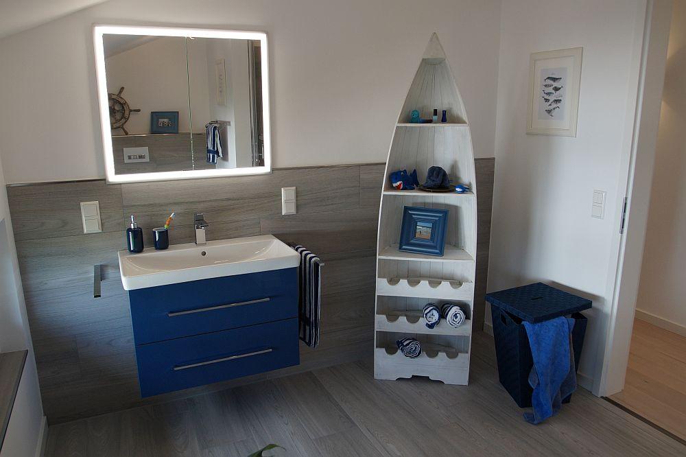Jedes Detail passt. Hier das zweite Bad im Obergeschoss, das den Kindern und Gästen zur Verfügung steht. (Foto: OKAL/Markus Burgdorf)